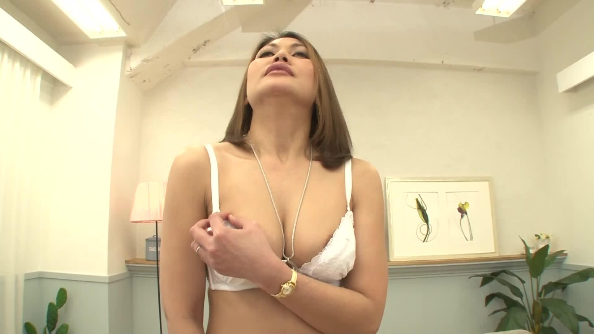 フィリピン出身の40代熟女主婦が恥ずかしそうにビラビラを広げる初撮りドキュメント